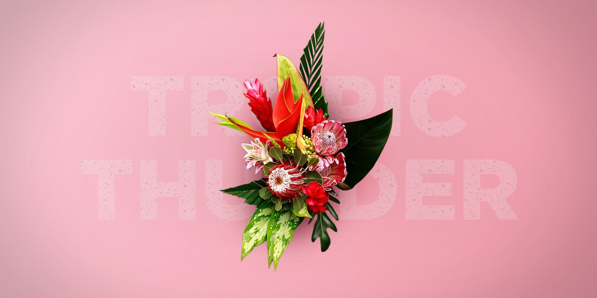 Ramo de flores tropical Tropic Thunder per a una nuvia amb heliconia, protea, ananas, safari, brunia, alocasia, philodendron, xanadu, dieffenbachia i ginger red de colors àcids, vermells, grocs, verds pujats, roses i tons taronjes