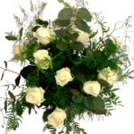 Ramo de flores San Valentín amb rosas blancas, eucaliptus, falso pimentero y esparraguera plumosa. Regala amor a tu novia, novio o pareja. Se detallista y romántico. Ramo de tonos blancos y verdes, de aire campestre y romántico.