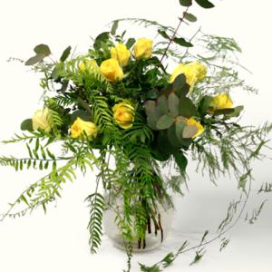 Ramo de flores San Valentín con rosas amarillas, eucaliptus, ffalso pimentero y esparraguera plumosa. Regala un ramo a tu novia, novio, pareja o amistad. Se detallista. Ramo de tonos amarillos y verdes, de aire campestre y romántico.