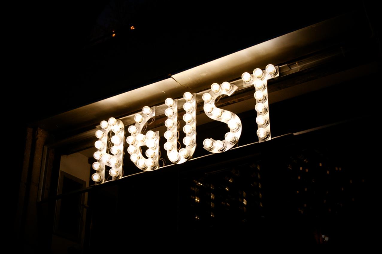Rams per al restaurant Agust Gastrobar del carrer Parlament de Barcelona