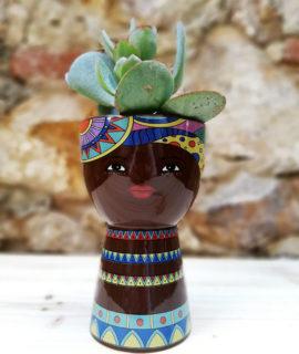 Test ceràmic decoratiu gran amb trets ètnics.