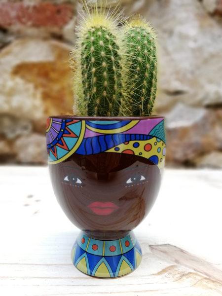 Test ceràmic decoratiu mitjà amb trets ètnics.